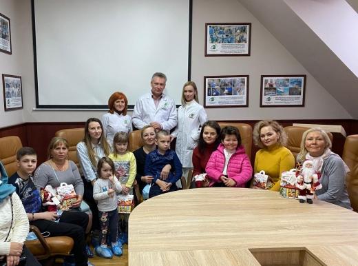 В ужгородському медичному центрі влаштували новорічний сюрприз для дітей