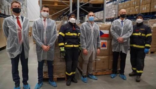 Чехія передала Україні гуманітарну допомогу для боротьби з COVID-19