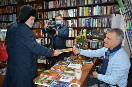 """Останнім учасником цьогорічної акції """"Письменник за прилавком""""  став  Олександр Гаврош"""