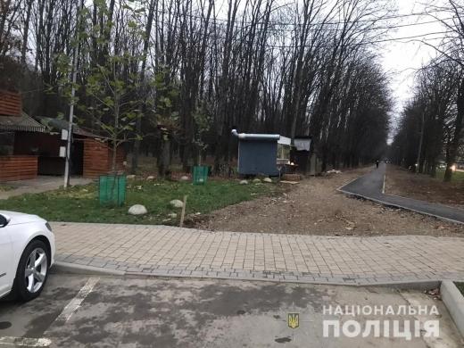 В одному з парків Ужгорода незаконно привласнили нерухомість