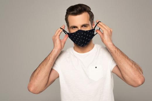 Вчені нагадують, маски блокують до 99,9% великих крапель, в яких може бути коронавірус