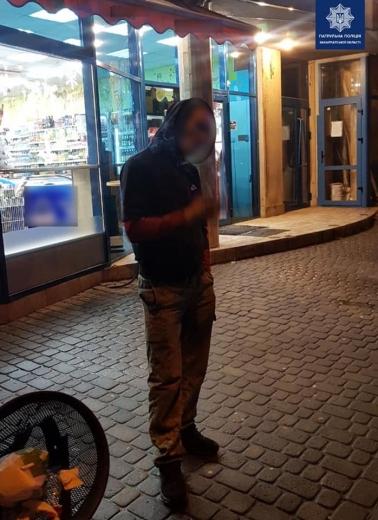 Патрульні Ужгорода затримали вночі водія у стані наркотичного сп'яніння
