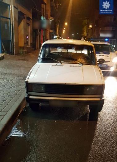 На Ужгородщині чоловіка пограбувала група осіб на чолі з таксистом