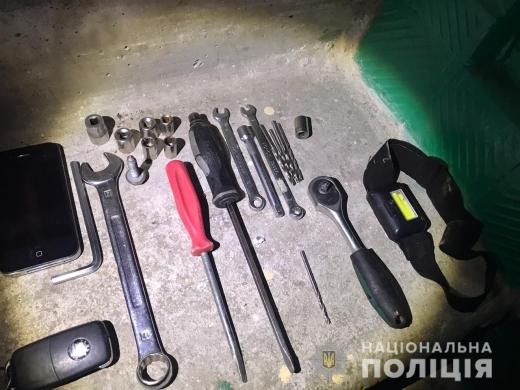 В Ужгороді чоловік за день вкрав одну автівку та пограбував іншу (ФОТО)