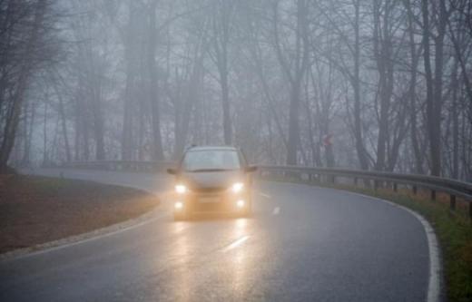 Рятувальники попереджають водіїв та пішоходів про ожеледицю та туман на Закарпатті