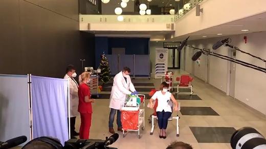 У Польщі перші вакцини отримали медики