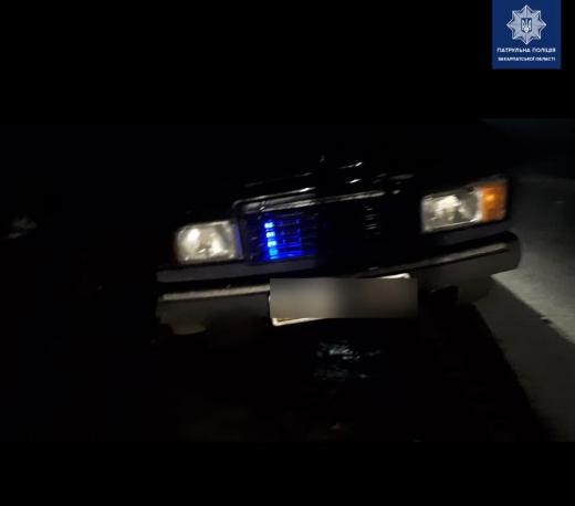 У Мукачеві патрульні затримали нетверезого чоловіка, який встановив проблискові маячки на своє авто