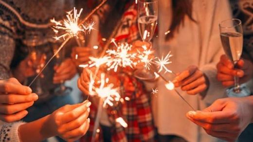 Скільки українців зустрічатимуть Новий рік вдома: результати опитування