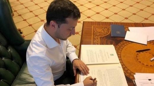Зеленський внесе новий законопроєкт про в'язницю за брехню в декларації