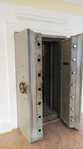 У Мукачеві, у будівлі колишнього австро-угорського банку, продемонстрували старовинний сейф