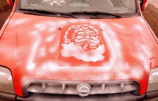 Мукачівець оригінально прикрасив свою автівку до різдвяних свят (ФОТО)