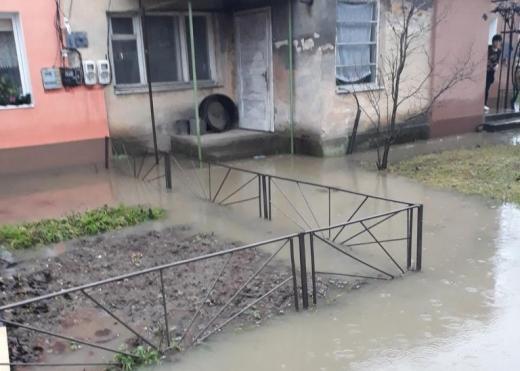 Закарпатські рятувальники ліквідовували наслідки несприятливих погодних умов