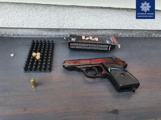 В Ужгороді затримали двох осіб, які стріляли зі зброї (ФОТО)