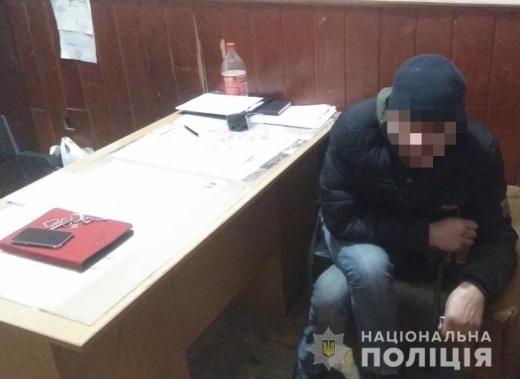 У Мукачеві у новорічну ніч 46-річну жінку обікрав знайомий