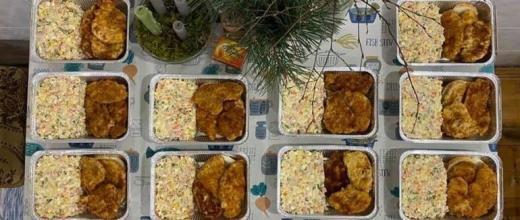 Святковий обід для безхатьків: в Ужгороді напередодні Нового року організували благодійну акцію