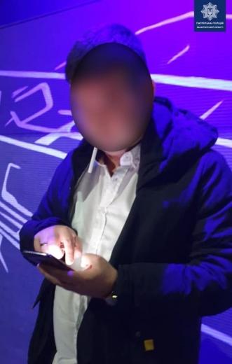 Нетверезого водія за кермом чужого авто виявили патрульні в Ужгороді