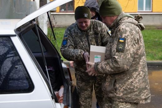 Працівники міської ради Ужгорода підтримали військових, які їдуть на Схід