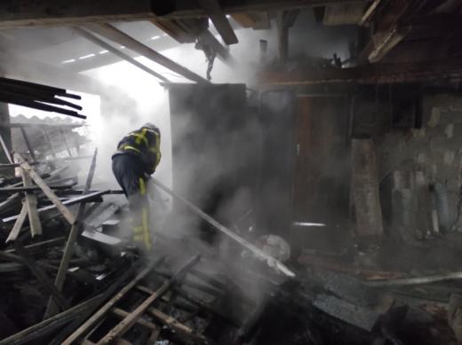 Вогнеборці Хуста ліквідували дві пожежі у житловому секторі