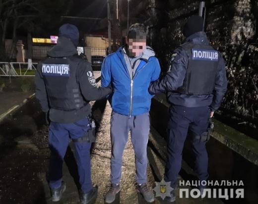 В Ужгороді двоє грабіжників напали на жінку