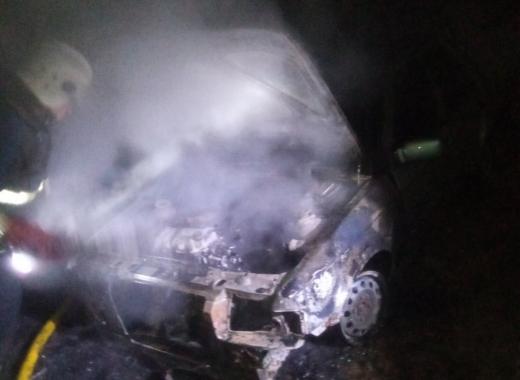 На Рахівщині горів автомобіль: подробиці від вогнеборців