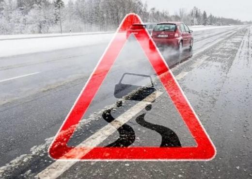 Рятувальники попереджають про ожеледицю на дорогах та налипання мокрого снігу