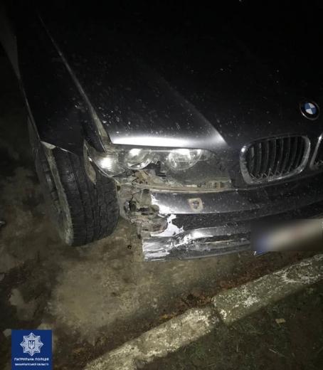 В центрі Ужгорода нетверезий водій наїхав на припарковане авто (ФОТО)