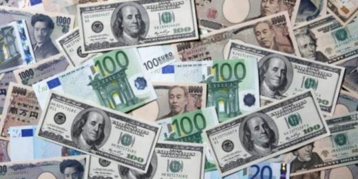 У грудні українці купили рекордну кількість валюти: відома цифра