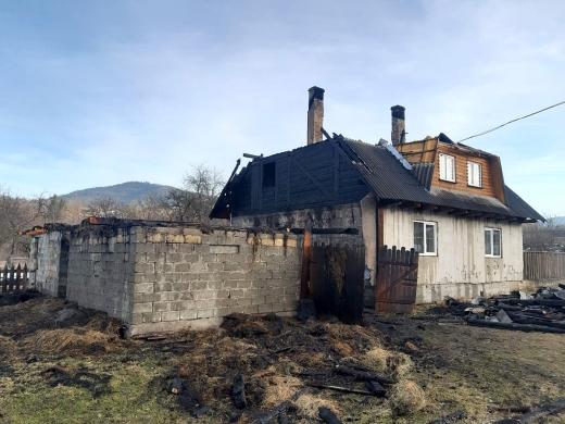 На Рахівщині горів житловий будинок