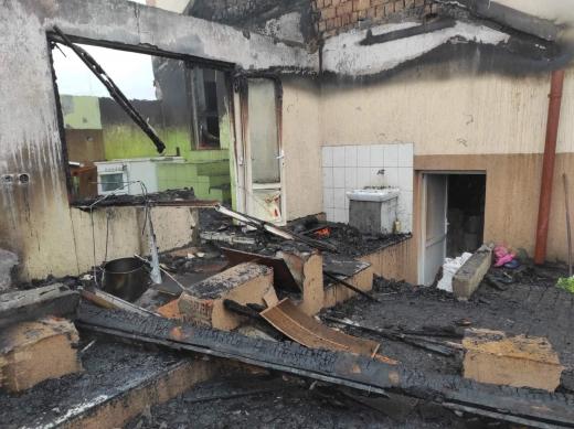 У селі на Хустщині пожежа ледь не знищила два обійстя