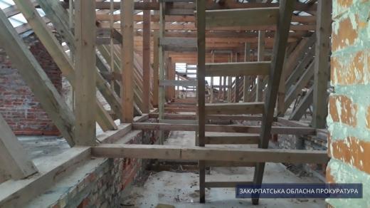 На Закарпатті підозрюють керівника підрядної фірми у розкраданні коштів із будівництва тублікарні