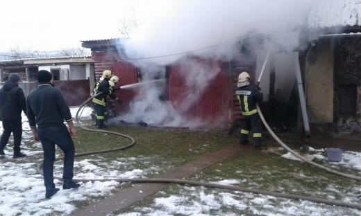 У Великому Березному спалахнула пожежа на дворогосподарстві