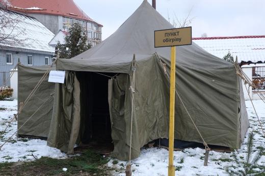 Ужгородські рятувальники розгорнули пункт, де  надаватимуть допомогу в період низьких температур
