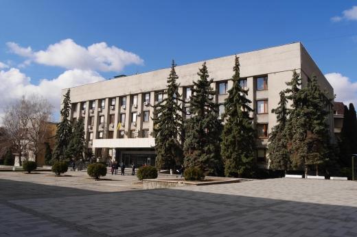 До уваги власників самовільно встановлених рекламних конструкцій в Ужгороді