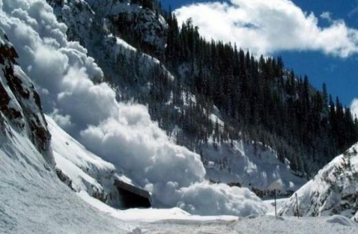 У горах Закарпаття зберігається значна сніголавинна небезпека