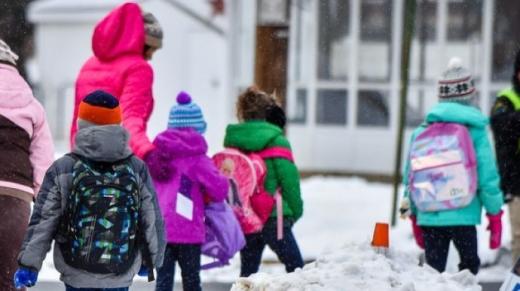 У Міносвіти вважають, що діти 1-4 класів зможуть повернутися до шкіл