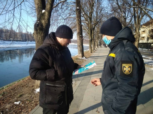 Ужгородські рятувальники нагадували краянам, як безпечно купатись на Водохреща