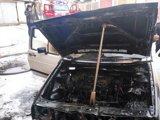 На Закарпатті на вихідних горіли два автомобілі (ФОТО)