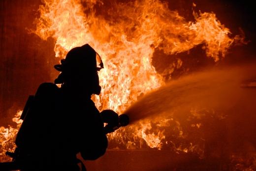 На Тячівщині горіла квартира: постраждав власник оселі