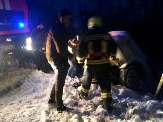 ДТП на Закарпатті: авто перекинулося і впало у річку