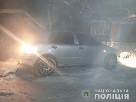 На Закарпатті поліція допомогла водію, який потрапив у складну ситуацію через негоду