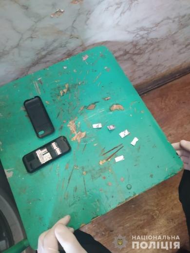 На Закарпатті поліцейські припинили розповсюдження небезпечних психотропів та затримали зловмисника