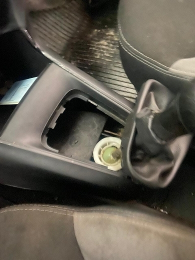 """У ПП """"Тиса"""" в автомобілі знайшли 21 прихований телефон «Samsung»"""