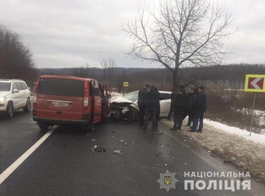 На Мукачівщині трапилась ДТП за участі чотирьох автівок: серед травмованих є діти (ФОТО)