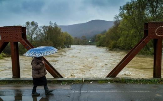 Рятувальники попередили про можливе підвищення рівня води на річках Закарпаття