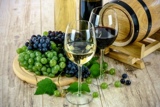 Як пили українці у минулому році: зафіксовано рекордні показники імпорту вина