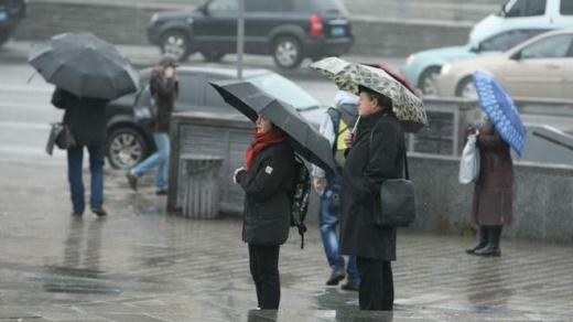 Прогноз погоди на 24 січня: дощі та сильний вітер накриють Україну, але буде тепло