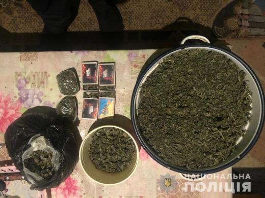 На Виноградівщині у крадія вилучили майже кілограм наркотиків