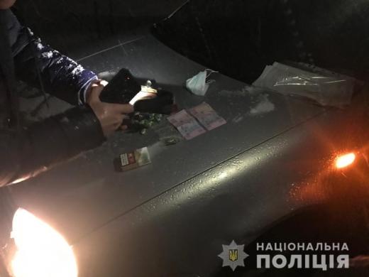 На Рахівщині затримали чоловіка за підозрою у збуті наркотиків