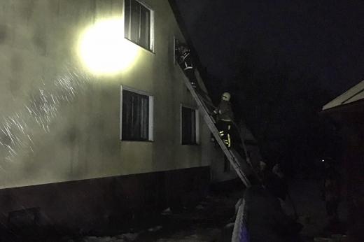 Уночі на Закарпатті спалахнули дві пожежі у житлових будинках