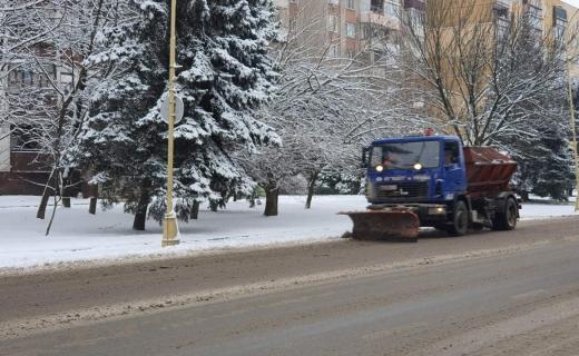 Не паркувати авто на узбіччях вулиць просять водіїв в Ужгороді